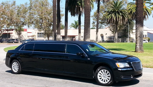 6-Pas-Black-Chrysler Making Transportation Easy With Limousine Service